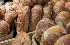 Cebuli i rodzynek chleb i grupa piec towary zdjęcia royalty free