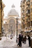 CEC Bank Casa de Economii-Si Consemnatiuni tijdens het Onweer van de de Wintersneeuw Stock Afbeeldingen