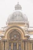 CEC Bank During Winter Snow à Bucarest Images stock