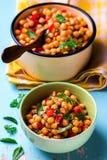 Cece stufato con le verdure Piatto vegetariano fotografia stock