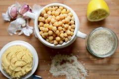 Ceci e hummus cucinati Fotografia Stock