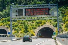 Cecina - Motorway från Rosignano Solvay till Livorno, Tuscany, Ita royaltyfria bilder