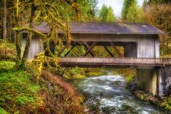 Cedar Creek Cover Bridge in Washington State Stock Afbeelding