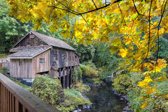 Cedar Creek Grist Mill an der Herbstsaison stockfoto