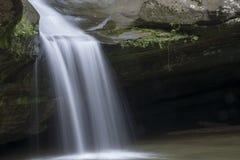 Cedar Falls在Hocking小山状态森林里 库存图片