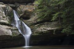 Cedar Falls en bosque del estado de las colinas de Hocking fotos de archivo