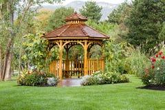 Cedar Gazebo Backyard Garden Park fotos de archivo libres de regalías