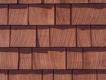 Cedar Shingles souillé par rouge Photographie stock
