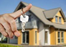 Cedendo as chaves da casa Imagem de Stock