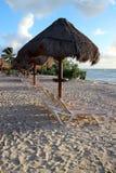 Cedo na praia Foto de Stock