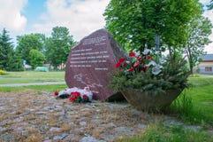 Cedry Wielkie,波兰- 2017年6月17日:要记住死在死亡3月期间1月24日和25日1日Stuthoff的监狱的纪念碑  库存照片