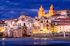 Cefalu海岸线,西西里岛,意大利 免版税库存照片