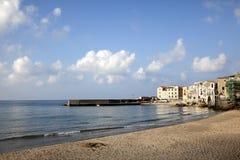 Cefalu海滩,西西里岛 免版税库存照片
