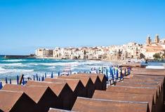 cefalu,西西里岛海滩  免版税库存图片