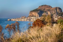 Cefalu, старый городок гавани на острове Сицилии Стоковая Фотография RF