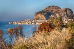 Cefalu, alte Hafenstadt auf der Insel von Sizilien Lizenzfreie Stockfotografie