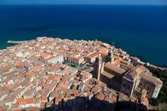 Cefalu Catherdral и старый городок Стоковое Изображение