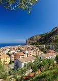 Cefalu - eine schöne alte sizilianische Stadt Lizenzfreie Stockbilder