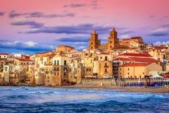 Cefalu Ligurian hav, Italien, Sicilien royaltyfri bild