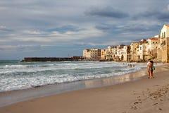 Cefalu, Sicília, Itália - mar Tyrrhenian, mar Mediterrâneo Cefalu, Sicília, Italia Fotografia de Stock