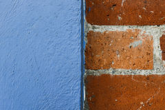 Cegły i błękita ścienna tekstura Obraz Royalty Free