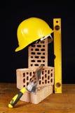 Cegły i hełm Fotografia Stock