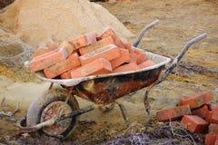 Cegły w Wheelbarrow obrazy stock
