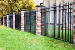 Cegły i metalu ogrodzenie Fotografia Royalty Free