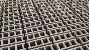 Cegieł formy Produkcja cegły od powulkanicznego popiółu w Filipińskim mieście Legazpi Strzelać w ruchu obrazy stock