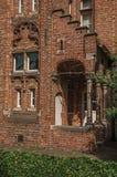 Ceglana fasada dom w typowym stylu Flanders's region i niebieskie niebo w Bruges Fotografia Royalty Free