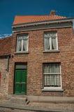 Ceglana fasada dom w typowym stylu Flanders's region w ulicie Bruges Obrazy Stock
