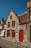 Ceglana fasada starzy domy w ulicie Bruges Obrazy Stock