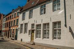 Ceglana fasada starzy domy w ulicie Bruges Zdjęcie Stock