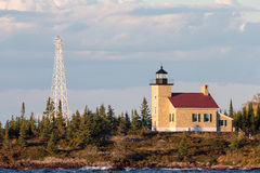 Ceglana latarnia morska z Red Roof w Ciepłym świetle Zdjęcia Stock
