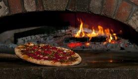 Ceglana piekarnik pizza Z pracami Zdjęcia Royalty Free
