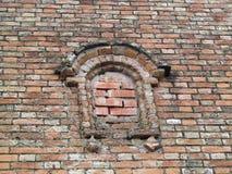 ceglana stara ściana z dekoracyjnymi elementami Fotografia Stock