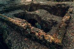 Ceglane ruiny szklana fabryka zdjęcie stock