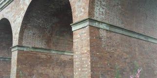 Ceglani łuki kolejowy wiadukt Zdjęcia Stock