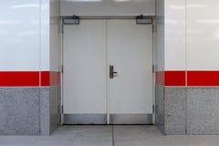 ceglany drzwiowy garaż stacza się drzwiowy ściennego Obraz Stock