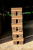 Ceglany kiln. inkasowy ustawiający czerwonych cegieł sterta w piekarnik fabryki b Fotografia Royalty Free