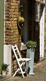 ceglany krzesła progów ściany biel Fotografia Stock