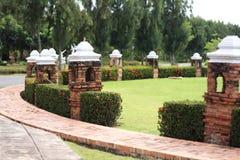 Ceglany lampion przy ogródem Zdjęcie Stock