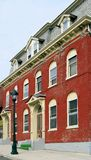 ceglanych zielone schody domów Zdjęcia Royalty Free