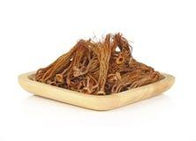 Ceiba seco del Bombax en placa de madera en el fondo blanco Foto de archivo