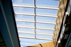 ceiling Βερνικωμένα πλαίσια, κατώτατη άποψη Εσωτερικό, σχέδιο στοκ εικόνες με δικαίωμα ελεύθερης χρήσης
