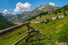 Ceillac Chalmettes в qeyras в alpes hautes в Франции стоковая фотография rf