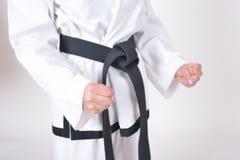 Ceinture noire dans des caractéristiques d'athlètes du Taekwondo Photo stock