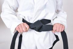 Ceinture noire dans des caractéristiques d'athlètes du Taekwondo Images stock