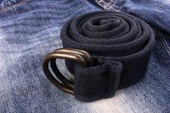 Ceinture sur des jeans Photographie stock libre de droits