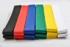 Ceintures colorées en arts martiaux image libre de droits